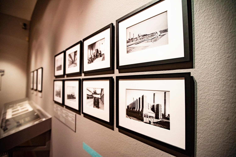 """Wystawa międzywojennej fotografii niemieckiej """"Nie tylko Bauhaus"""" potrwa w MCK do 1 sierpnia 2021"""