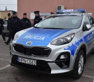 Policjanci z Przechlewa dostali nowy samochód (zdjęcia)