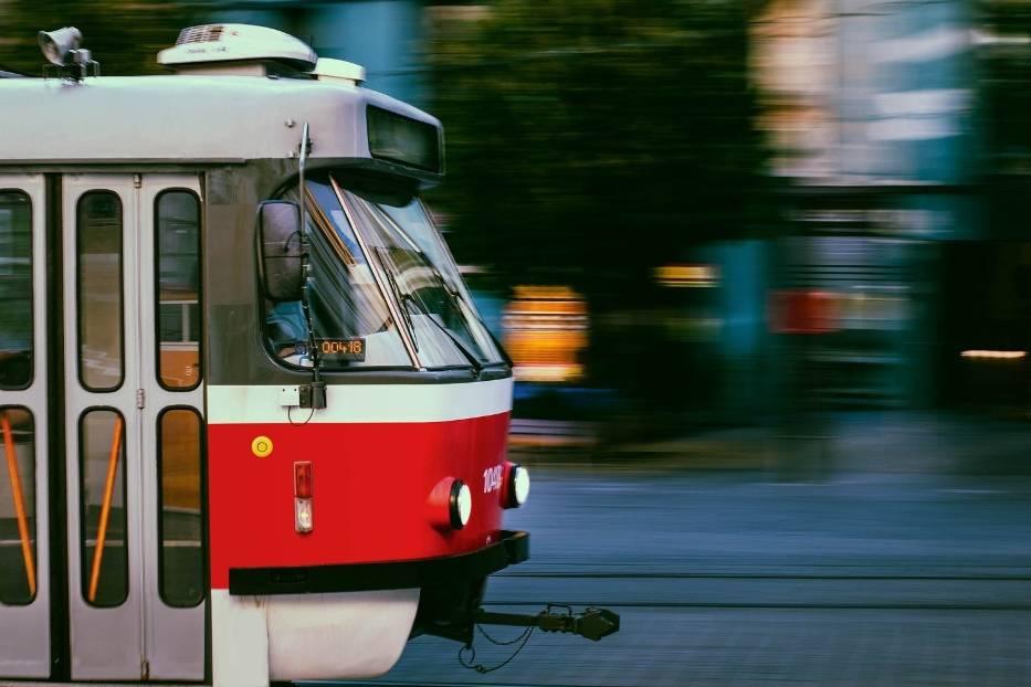 <center>Raz w tygodniu pojedź komunikacją miejską do pracy: #pojedźRaz</center>