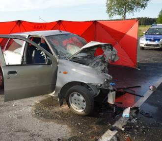 Śmiertelny wypadek w Czarnej Wodzie. Czołówka na drodze. Zginął kierowca samochodu [zdjęcia]