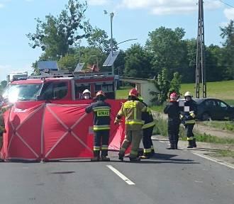 Wypadek z udziałem bmw niedaleko Kowalewa Pomorskiego. Motorowerzysta nie żyje