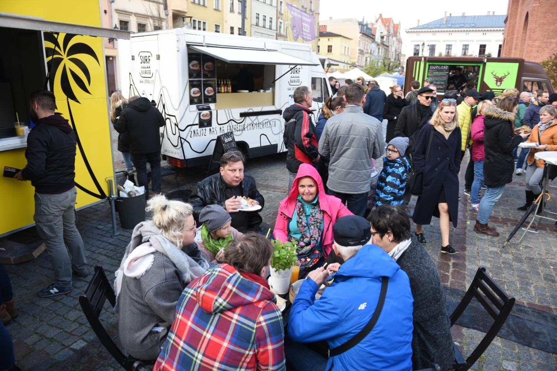 W Toruniu trwa Festiwal Smaków Food Trucków