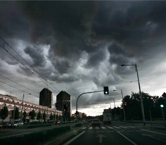 Uwaga. Pogoda będzie wariować! Czekają nas burze z gradem i silny wiatr  (PROGNOZA  POGODY)