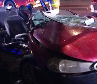Pijany kierowca w sobotnią noc uderzył w drzewo przy ulicy Daszyńskiego w Sierakowie