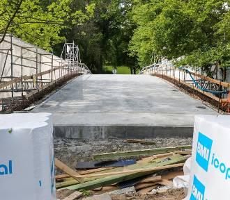 Mostek nad Rusałką w remoncie. Kiedy koniec prac? [ZDJĘCIA]