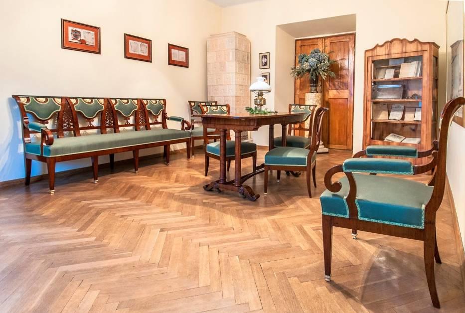 Zakończył się drugi etap prac konserwatorskich przy XIX-wiecznych meblach z Muzeum Dzieduszyckich w Zarzeczu, oddziału Muzeum w Jarosławiu Kamienica Orsettich