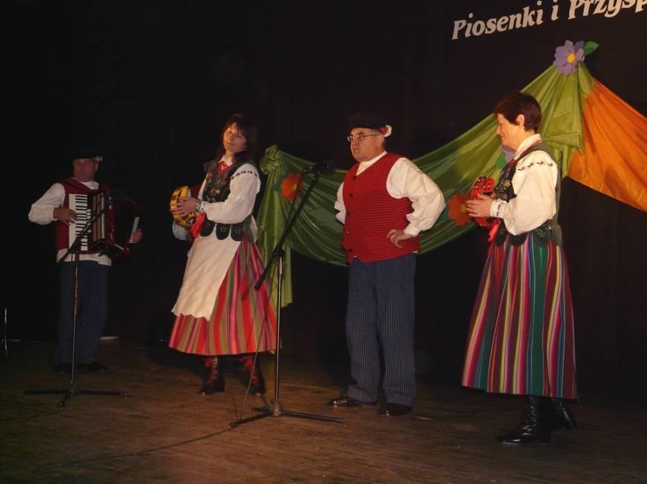 Solistą w zespole Kraszewianki z Kraszewic jest Stanisław Ziółkowski