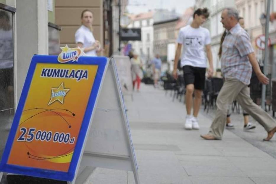 Sobotnie losowania Lotto i Lotto Plus przyniosły w sumie trzy główne wygrane.