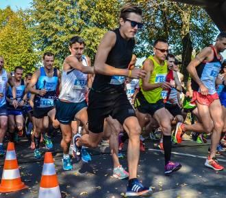 VIII Szamotuły Samsung Półmaraton. Start biegu głównego [ZDJĘCIA]