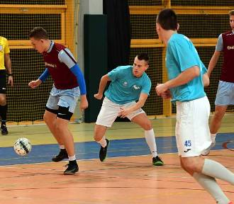 Remis faworytów spowodował ścisk w tabeli Sępoleńskiej Ligi Futsalu