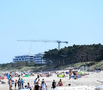 Tłumy na plaży w Darłowie. Bałtyk we Wrześniu oblegany ZDJĘCIA