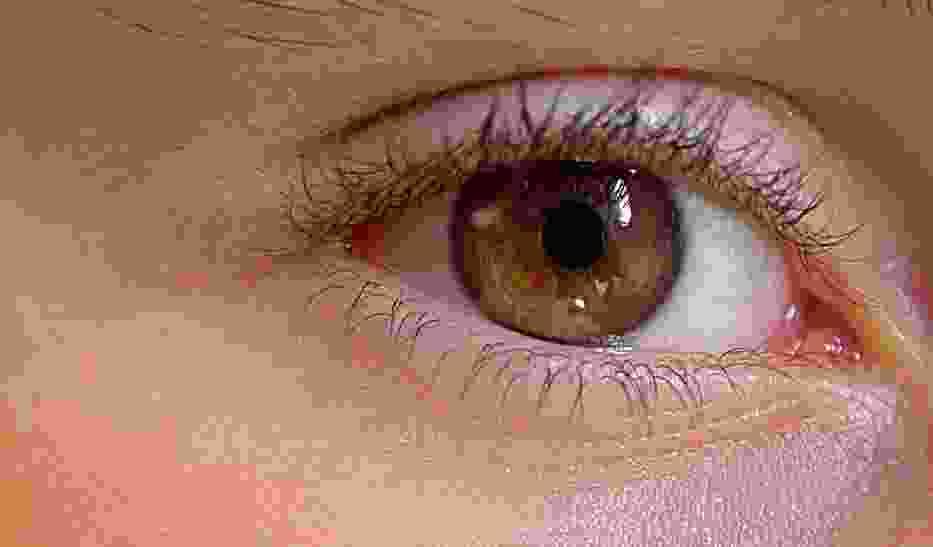 Soczewki kontaktowe nagrają wideo i naładują się poprzez mrugnięcie okiem