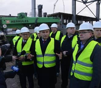Parlamentarzyści na budowie Areny Lodowej