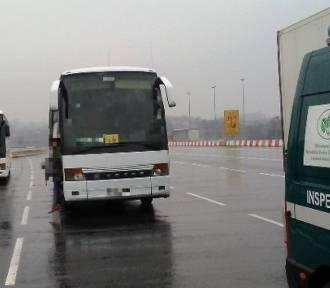 Inspektorzy zatrzymali niesprawny autobus. W środku uczniowie z Pszowa