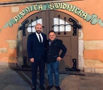Robert Makłowicz w Piwnicy Świdnickiej. Kiedy napijemy się tam piwa?