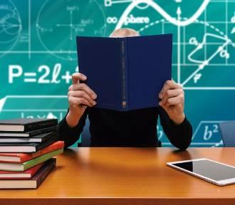 Jastrzębie: ile szkół od poniedziałku przyłączy się do strajku? Ilu nauczycieli? Co z dzieciakami?