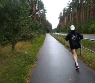 Gorąco, zimno czy deszcz, a Sławek Tarczewski dalej biegnie dla Hani z Brzeźnicy