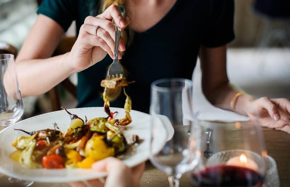W Toruniu jest  sporo lokali, w których można zjeść stosunkowo tanią i smaczną kolację