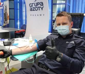 Silni Razem. Puławscy i ryccy policjanci wzięli udział w akcji krwiodawstwa