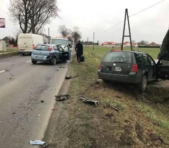 Dwa auta zderzyły się między Dobrzeniem Małym i Dobrzeniem Wielkim