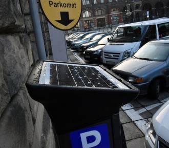 Nowe parkomaty w Legnicy, można płacić kartą [ZDJĘCIA]