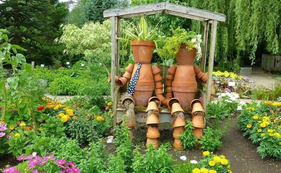Podstawową ozdobą ogrodu są rośliny. Ale nie zaszkodzi zadbać o dekoracje, które upiększą ogród.