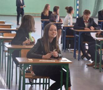 Gimnazjaliści dziś piszą egzamin z matematyki i przyrody FOTO