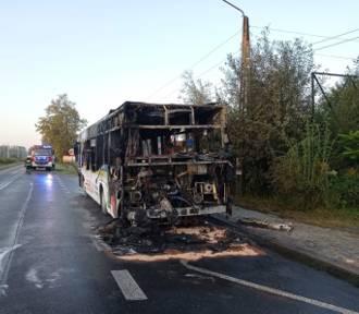 Groźny pożar autobusu miejskiego w Wieprzu