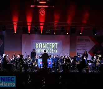 Ze względu na zainteresowanie odbyły się dwa koncerty noworoczne