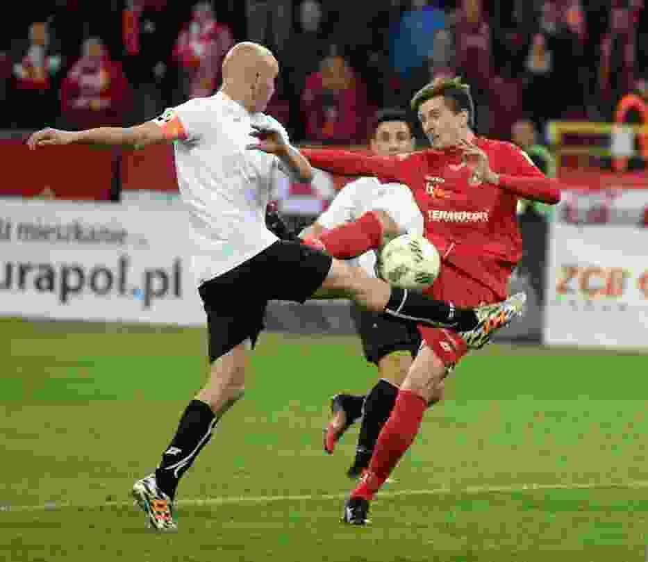 Marcin Krzywicki (czerwony strój)