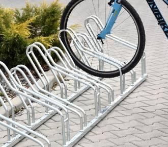 Sprawcy kradzieży stojaków rowerowych z zarzutami. Sprzedawali łup w punkcie skupu złomu