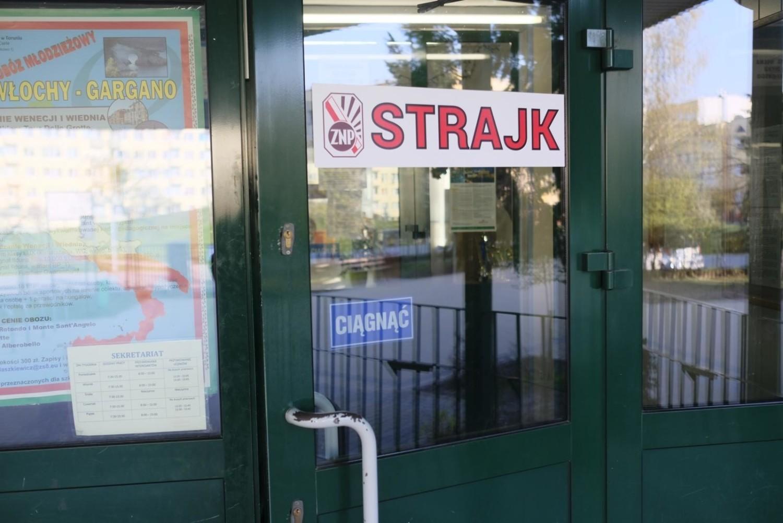Strajkujący nauczyciele nie mają poczucia przegranej mimo zawieszenia trwającego od 8 kwietnia strajku