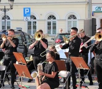 Na Rynku w Oświęcimiu premierowy koncert Miejskiej Orkiestry Dętej