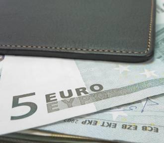 Jak szybko rosną pensje? Zobacz, na jaką podwyżkę możesz liczyć za granicą i w Polsce
