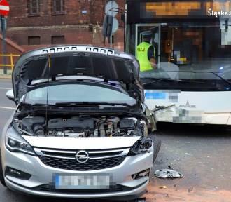Zderzenie autobusu z samochodem osobowym!
