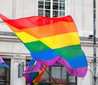 Sztuka o społeczności LGBT+ w Teatrze Miniatura. Rodzice zaniepokojeni