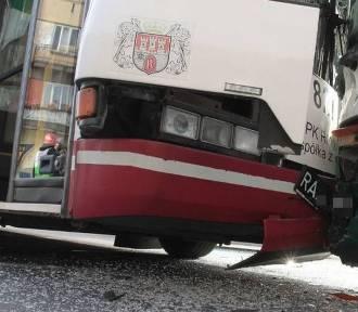 W Radomiu autobus miejski zderzył się z BMW