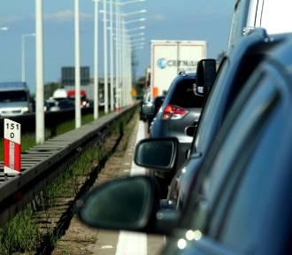 Autostrada A4 stoi w korku po zderzeniu 3 samochodów
