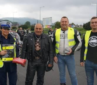 Żywieccy motocykliści zakończyli sezon. Od policjantów dostali... gadżety