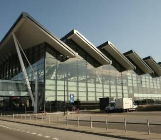 Ewakuacja gdańskiego lotniska. W hali T2 pozostawiono bagaż