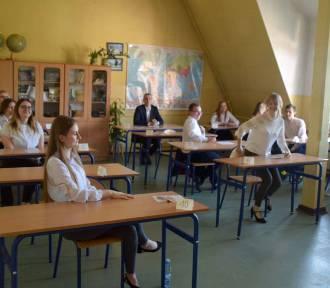 Maturzyści rozpoczęli egzamin z języka obcego