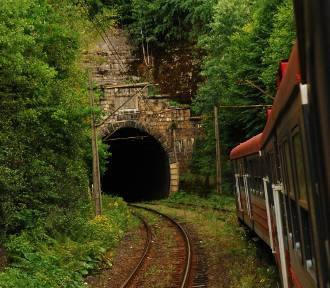 PKP PLK przebuduje XIX-wieczny tunel kolejowy w Trzcińsku. Będzie więcej pociągów