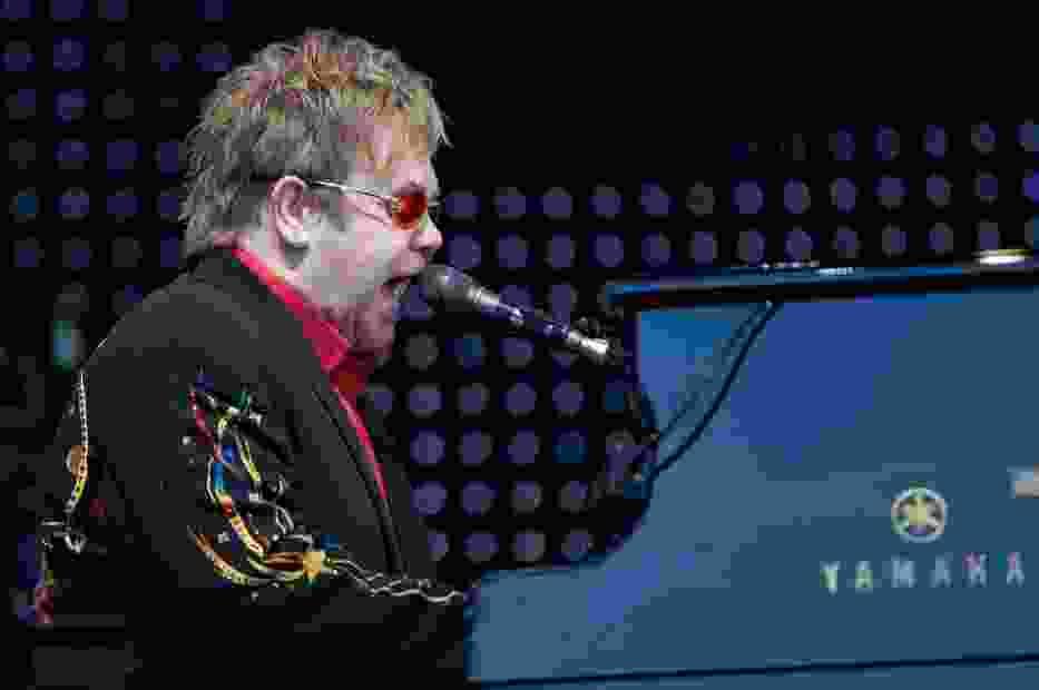 Elton John podczas koncertu w norweskim Skien, 20 czerwca 2009 roku