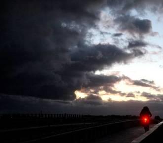 Nad Dolny Śląsk nadciąga potężna wichura. IMGW wydało ostrzeżenie II stopnia!