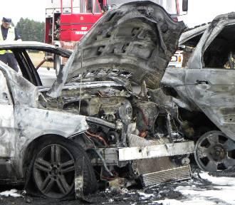 Wypadek w Chojnie w gminie Szczytniki. Spłonęły dwa auta [FOTO]