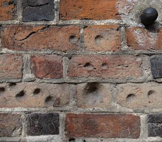 Tajemnicze dziury w ścianach wielkopolskich kościołów. O co chodzi?