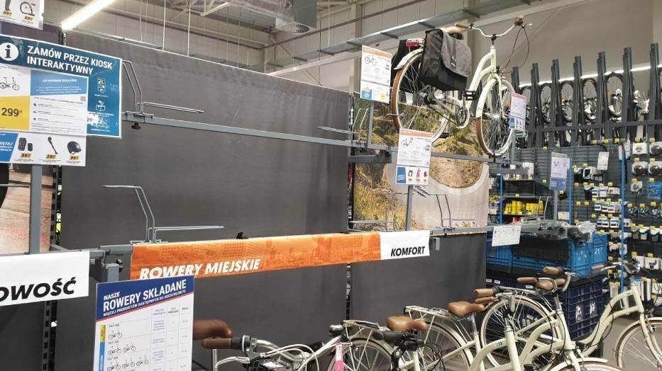 Na półkach sportowych marketów widać już rowerowe braki