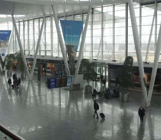 Kaliszanie chętnie latają z lotniska we Wrocławiu. Przyciągają kierunki, dojazd i obsługa [FOTO]