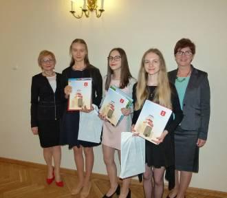 Władze Wielunia doceniły finalistów konkursów przedmiotowych [ZDJĘCIA]
