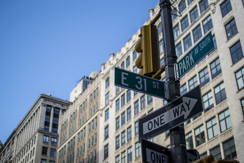Szukasz pracy i znajdujesz firmę, o której nie słyszałeś zbyt wiele, ale ładna strona internetowa ze zdjęciami nowojorskiego Manhattanu pobudza wyobraźnię